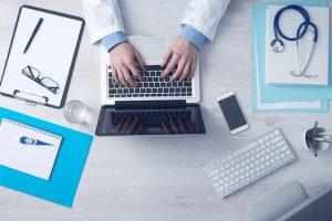 Dochodzenie roszczeń z tytułu błędów medycznych – zgłoszenie szkody do ubezpieczyciela