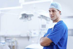 Odpowiedzialność lekarza za błąd medyczny – rodzaje odpowiedzialności i różnice