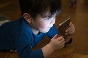 Kontakty z dzieckiem w czasie epidemii – jak je realizować