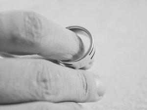 Wyłączenie małżonka od dziedziczenia [cz.1 – wytoczenie powództwa o rozwód]